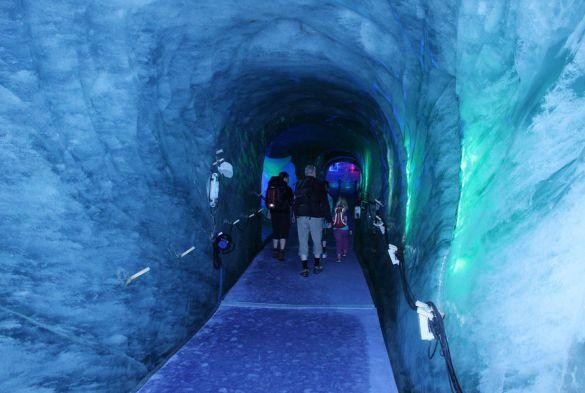 entering-the-grotte-de-glace-ice-cave